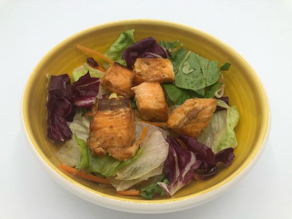 Salată cu somon la cuptor